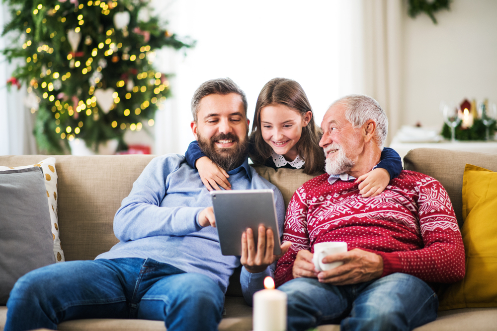 itrc_ss_family-christmas-cybersafety_1203023305 Tips to Keep Your Identity Safe During the 2020 COVID-19 Holiday Season