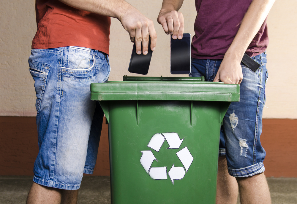 20190422_ITRC_SS_Recycle-Smart-Phone_68264807 How to Recycle E-Waste to Protect Your Data and Identity